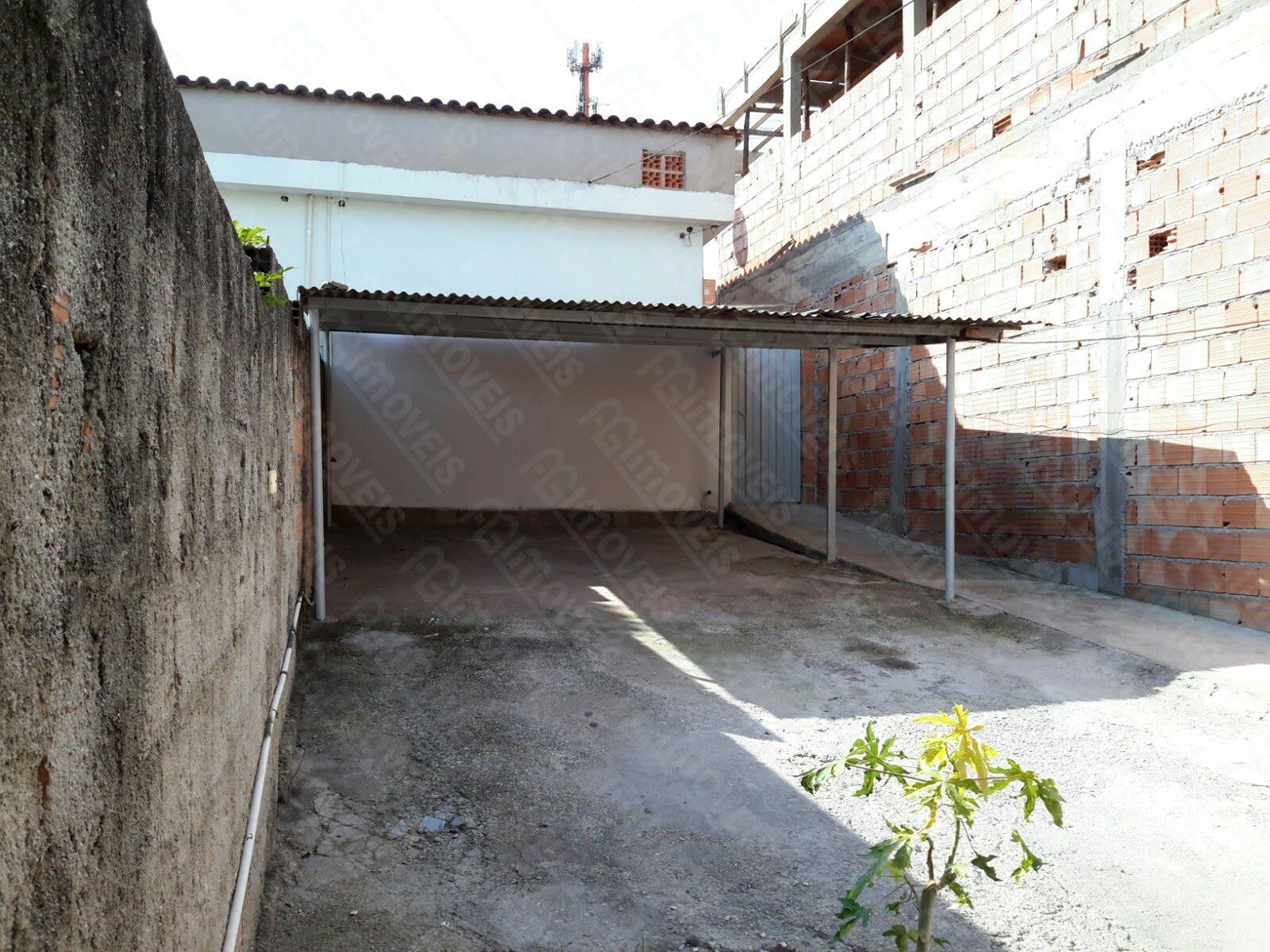 CASA COM GARAGEM PARA 02 CARROS NO BAIRRO INDUSTRIAL