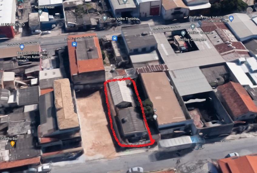 Duas casas construídas no lote de 360 m² com habite-se
