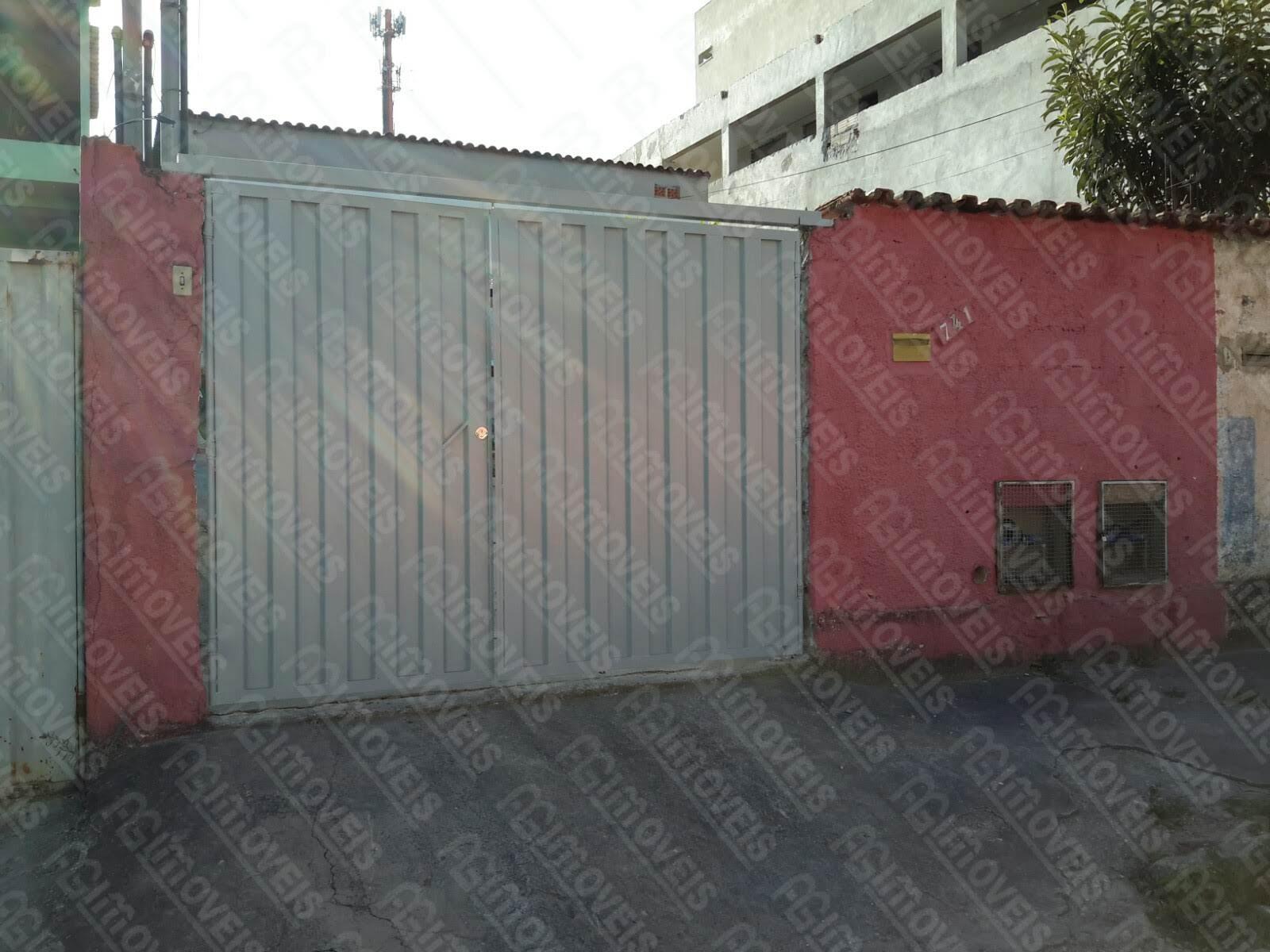 CASA 02 QUARTOS COM GARAGEM PARA 2 CARROS